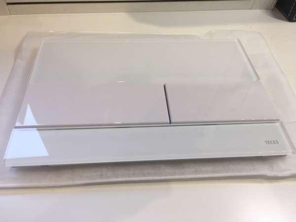 Przycisk do spłuczek podtynkowych Tece - model Square 9.240.800 białe szkło z białymi klawiszami.-image_Tece_9.240.800_1