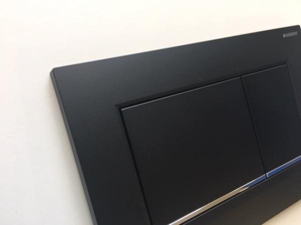 Oryginalne zdjęcie przycisku spłukującego Geberit Sigma30 czarny mat-image_Geberit_115.883.14.1_2