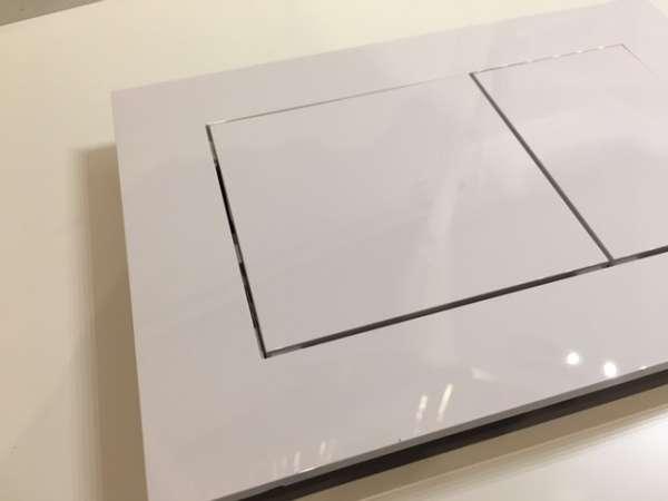 Kwadratowy przycisk spłukujący Tece Now 9.240.400 w wersji biały połysk.-image_Tece_9.240.400_6