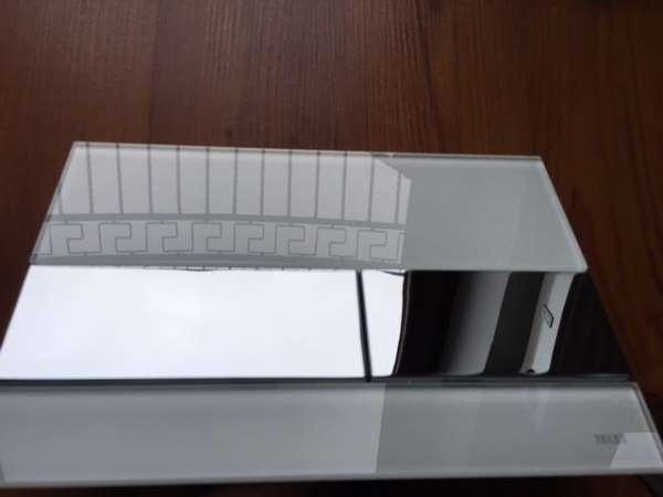 Metalowo-szklany przycisk spłukujący Tece Square białe szkło/chromowane klawisze - 9.240.802-image_Tece_9.240.802_6